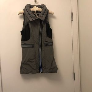 Blanc noir vest size small used grey